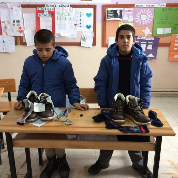 Ağrı Eleşkirt İkizgeçe köyü ilkokuluna Mont Yardımı (1)