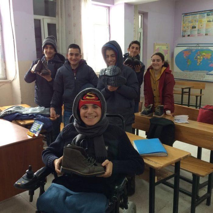 Ağrı Eleşkirt İkizgeçe köyü ilkokuluna Mont Yardımı (2)