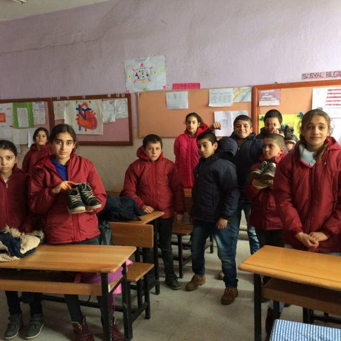 Ağrı Eleşkirt İkizgeçe köyü ilkokuluna Mont Yardımı (4)